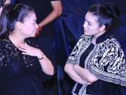 Làng sao - Lý Nhã Kỳ ân cần hỏi thăm 'bà bầu' Thu Minh