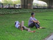 Tin tức - Người dân vạ vật giữa trưa hè nắng gắt