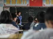 Tin tức - Cô giáo bám vào dây suốt ba năm để đứng lớp