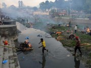 Tin tức - Động đất Nepal: 6.204 người chết, thủ đô nặng mùi tử khí