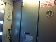 Tin tức - Đi nghỉ lễ, khách hút thuốc trên máy bay Vietnam Airlines