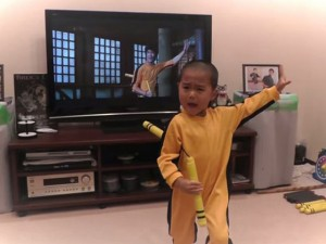 Bé 5 tuổi múa côn như Lý Tiểu Long