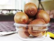 Bếp Eva - Mẹo gọt kiwi siêu nhanh, không bị nát