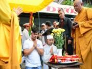 Người dân tập trung gây tắc đường trong lễ tang Duy Nhân