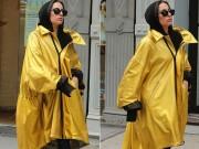 """Lady Gaga diện """"áo mưa"""" xuống phố"""