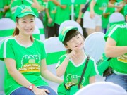 MC Thanh Thảo Hugo và con gái đi bộ gây quỹ từ thiện