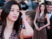 """Làng sao - Jeon Ji Hyun khoe sắc """"sang chảnh"""" trên thảm đỏ Cannes"""