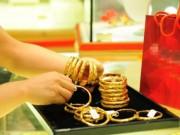 Mua sắm - Giá cả - Giá vàng bất ngờ giảm sâu, USD tăng nhẹ