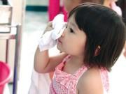 Mẹo trị đau mắt đỏ nhanh khỏi cho con trong mùa dịch