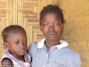 Trẻ mồ côi vì dịch Ebola bán thân để kiếm ăn qua ngày