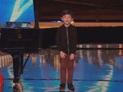 Clip Eva - Cậu bé bịt mắt chơi piano điệu nghệ