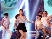 """Tóc Tiên nhún nhảy cùng khán giả trong """"Vũ điệu cồng chiêng"""""""