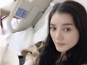 Làng sao - Lý Nhã Kỳ một mình ra nước ngoài phẫu thuật