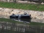 Ngày mới - Hà Nội: Ô tô lao xuống sông Tô Lịch, tài xế tử vong