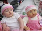 Làm mẹ - Sửng sốt những em bé trông giống hệt búp bê