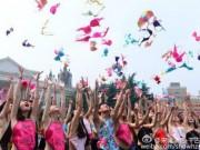 Tin tức - TQ: Ném áo lót trên trời để nâng cao nhận thức ung thư vú