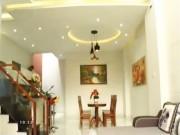 Nhà đẹp - Đà Nẵng: Nhà chính Tây không nóng nhờ vườn cây trước nhà