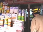 Tin tức - Sau vụ nữ sinh bị tạt axit: Khó mua chất này tại chợ 'tử thần'