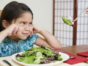 Tuyệt chiêu của mẹ giúp bé ghét rau ăn rau thun thút
