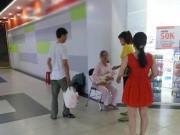 TP.HCM: Vợ cho con bú ở siêu thị bị chồng đánh tơi tả