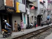 Tin tức - Phạt con trần truồng đứng đường vì trộm tiền mua đồ chơi