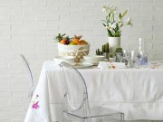 Nhà đẹp - Mẹo làm sạch dầu mỡ và vết mốc trên khăn trải bàn
