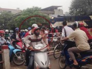 Dừng tàu hỏa vì xe máy không nhường đường: 'chuyện lạ' ở xứ ta