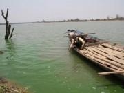 Tin tức - Hoảng hồn vì nước sông Ba bỗng chuyển màu xanh