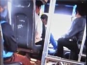 """Tin tức - Tạm đình chỉ công tác tài xế vừa lái xe buýt vừa """"chơi"""" bài"""