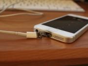 Tin tức - Bị điện giật chết vì nghe điện thoại khi đang sạc pin