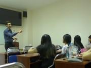 Tin tức - Chàng trai người Mỹ mở lớp dạy miễn phí ở Sài Gòn