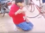 Vụ học sinh ăn cát: Mâu thuẫn từ tiếng nẹt pô xe máy