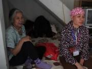 Tin tức - Mẹ già trên 80 tuổi vẫn 'ăn nhờ, ở đợ' nuôi con gái ung thư
