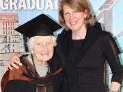 Tin tức - Cụ bà 91 tuổi nhận bằng thạc sĩ