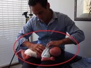 Clip Eva - Sốc với cảnh vặn lưng trẻ sơ sinh để chữa chứng quấy khóc