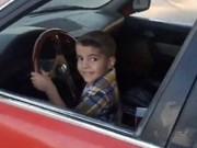 Chóng mặt với màn drift xe hơi của cậu bé 3 tuổi