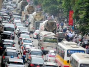 Tin tức - HN: Tắc đường kinh hoàng sáng 30.4, dân leo vỉa hè về quê