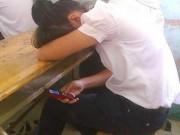 Tin tức - Học sinh dùng điện thoại khi tới trường: Hẹn hò, xem phim nhạy cảm