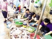 Tin tức - Tấp nập khách 'săn' cá ươn giá rẻ tại chợ thực phẩm Hà Nội