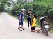 Tin tức - Nữ sinh đánh bạn, bắt quỳ xin lỗi vì ghen tuông?