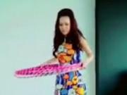 Clip Eva - Clip: Ca sĩ Thu Minh lắc vòng khoe eo thon
