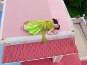 """Xem & Đọc - """"Cô dâu 8 tuổi"""": Anandi """"ngáo đá"""", leo lên nóc nhà ngủ giữa đêm"""