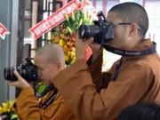 Tin tức - Vào chùa chụp ảnh có sao không?