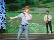 """Làng sao - Nathan Lee khoe giọng hát """"gây bão"""" trên truyền hình"""