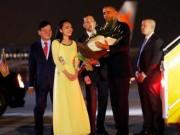 Clip Eva - Clip: Nữ sinh Việt tặng hoa cho Tổng thống Mỹ Obama