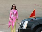 Tin tức - Cô gái vinh dự tặng hoa cho tổng thống Obama ở Tân Sơn Nhất