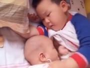 Clip Eva - Anh trai vạch áo cho em bé bú ti khi mẹ vắng nhà