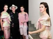 Làng sao - MC Thanh Mai thay 4 trang phục khi làm giám khảo cùng Bảo Thy