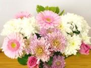 Nhà đẹp - Gái đoảng vẫn thoải mái cắm hoa nhờ mẹo dùng băng dính