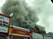Tin tức - Cháy garage ô tô giữa Sài Gòn, nhiều xế hộp suýt ra tro